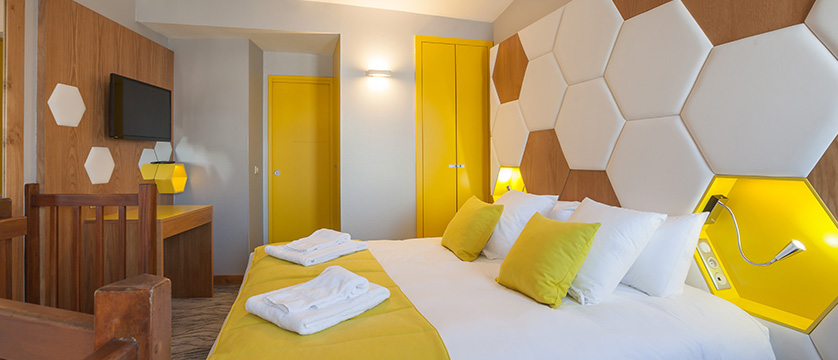 France_Alpe-dHuez_Hotel_le_royal_ours_blanc_family_bedroom.jpg